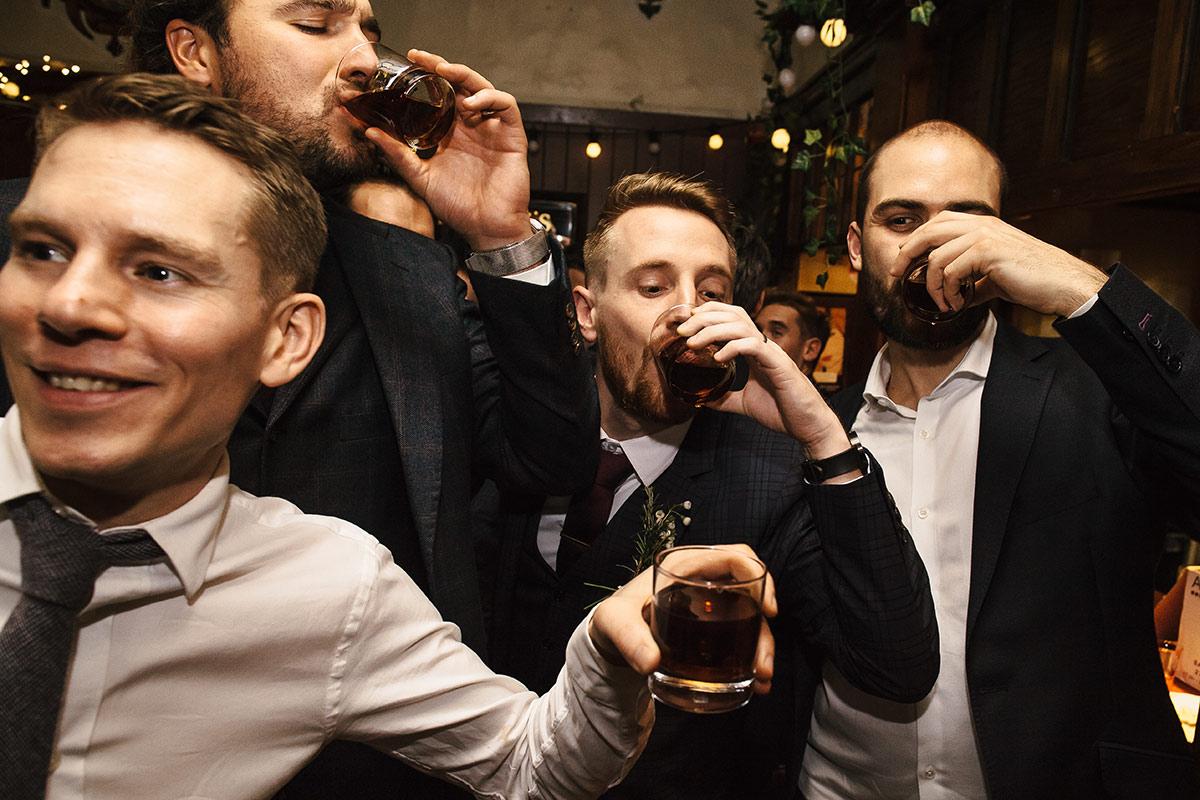 london pub wedding photos